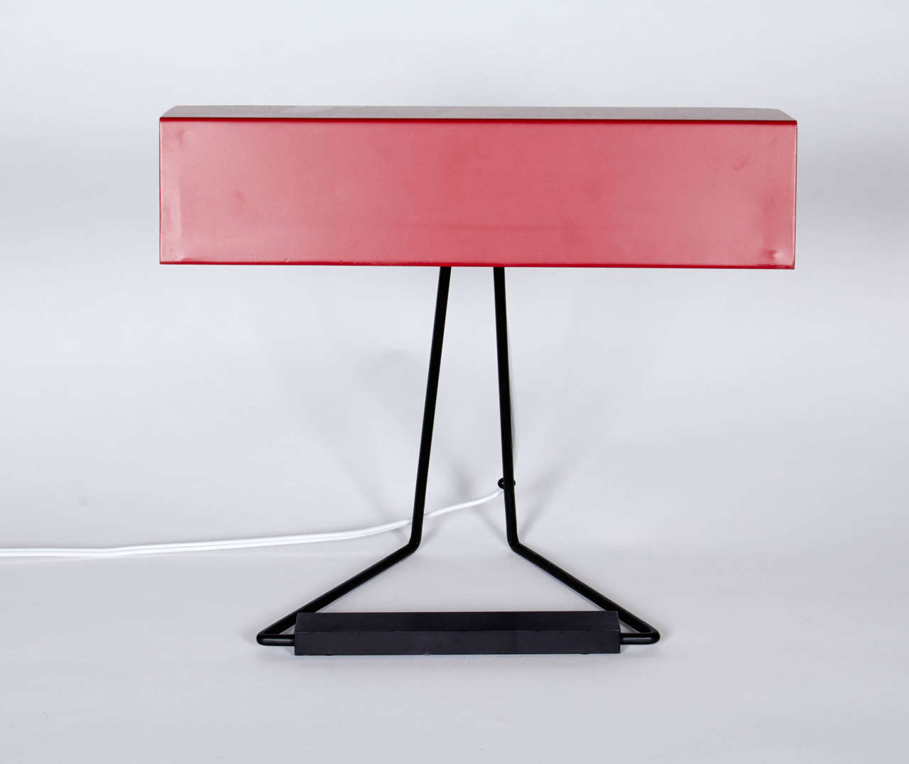 This table or desk lamp with simple and clean lines represents the essence of 1950s Italian design aesthetics. It was previously listed in it's original condition and has since been repainted as part of a restoration. The last two photos show the