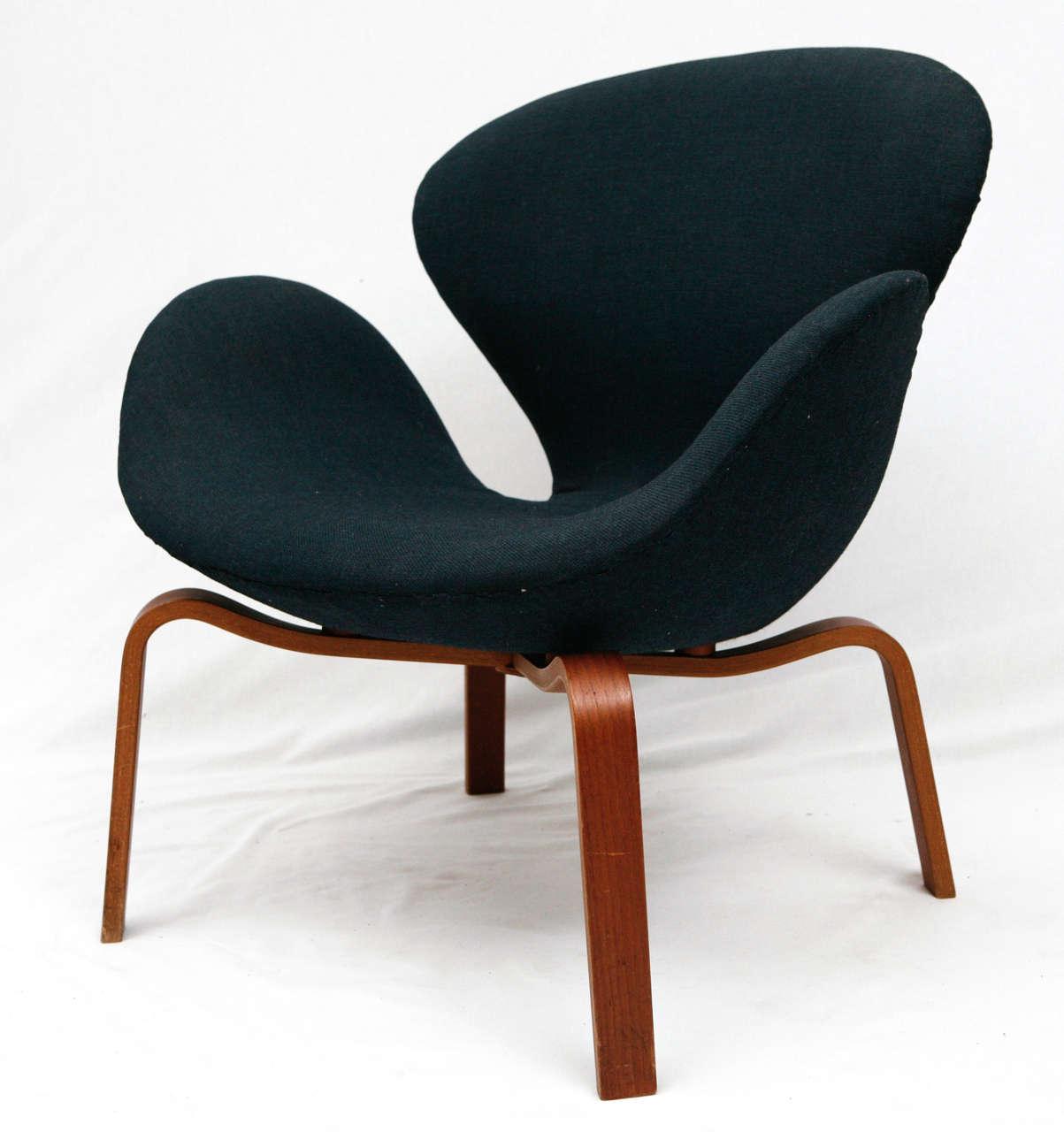 "Arne Jacobsen ""Swan"" Chair 2"
