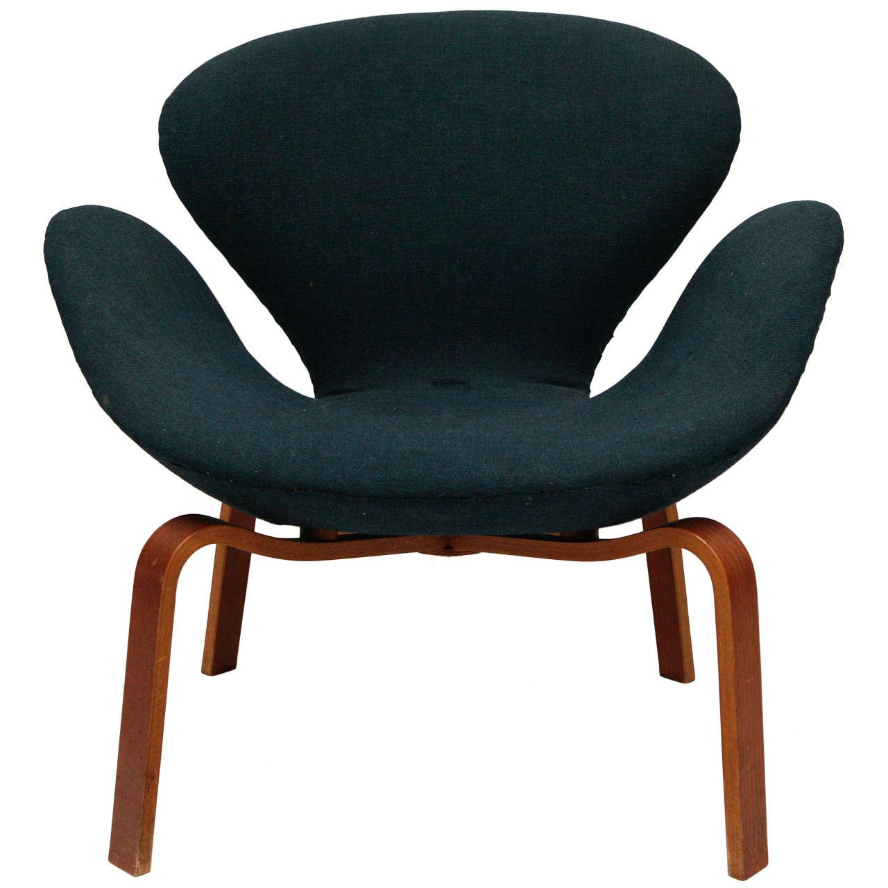 "Arne Jacobsen ""Swan"" Chair 1"