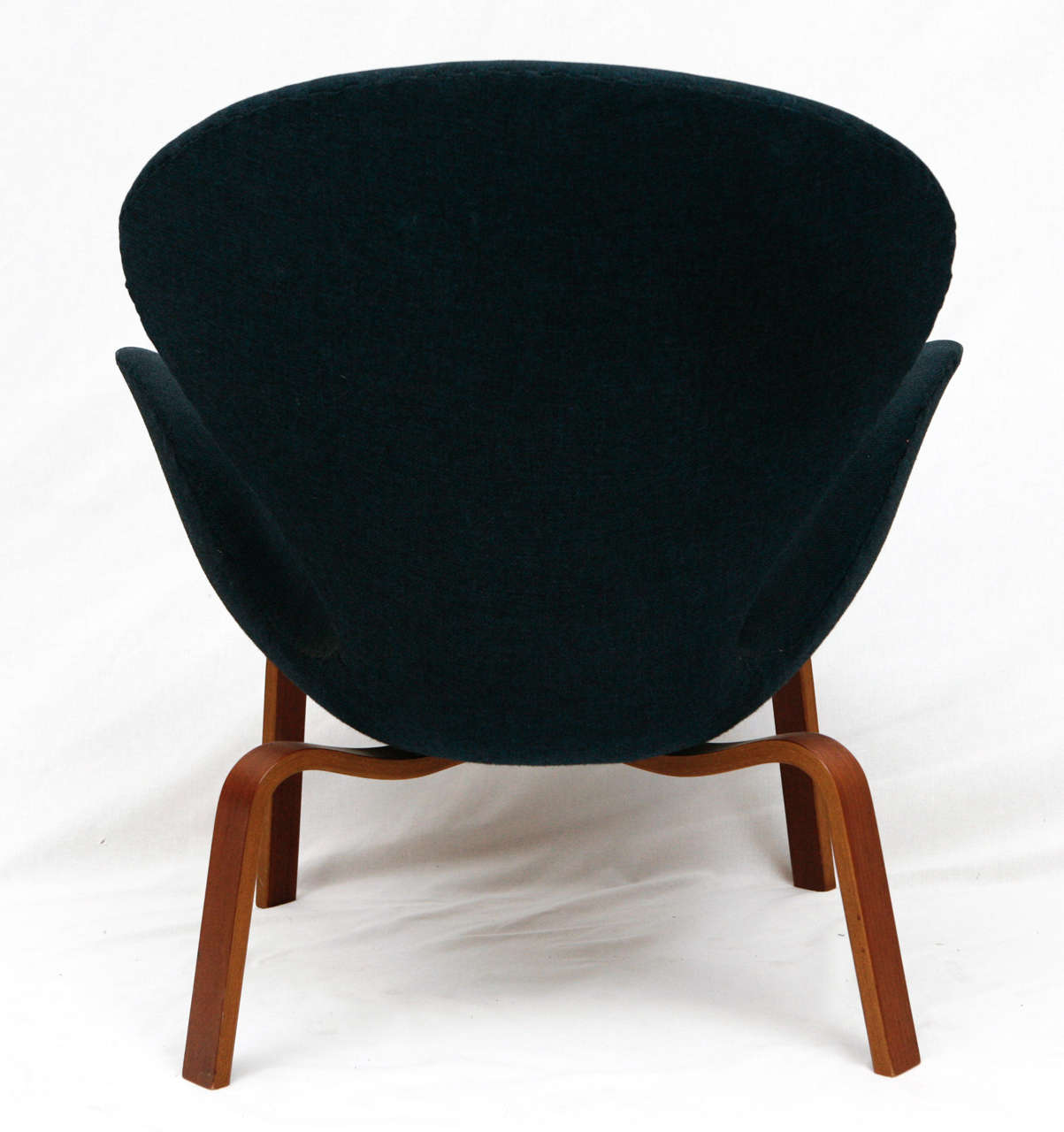 "Arne Jacobsen ""Swan"" Chair 7"