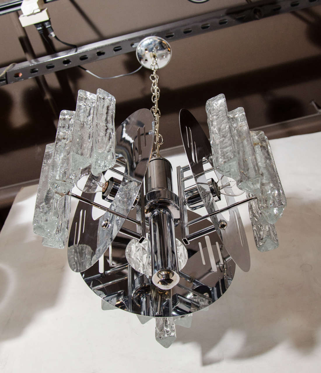 Mid-Century Modern Sculptural Ice Glass Chandelier by Salviati In Good Condition For Sale In Miami, FL