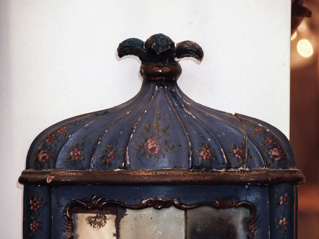 Italian Pair of 18th c. Painted Wood Venetian and Mirror Wall Sconces For Sale