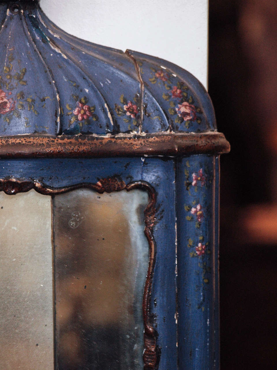 Pair of 18th c. Painted Wood Venetian and Mirror Wall Sconces In Excellent Condition For Sale In New Orleans, LA