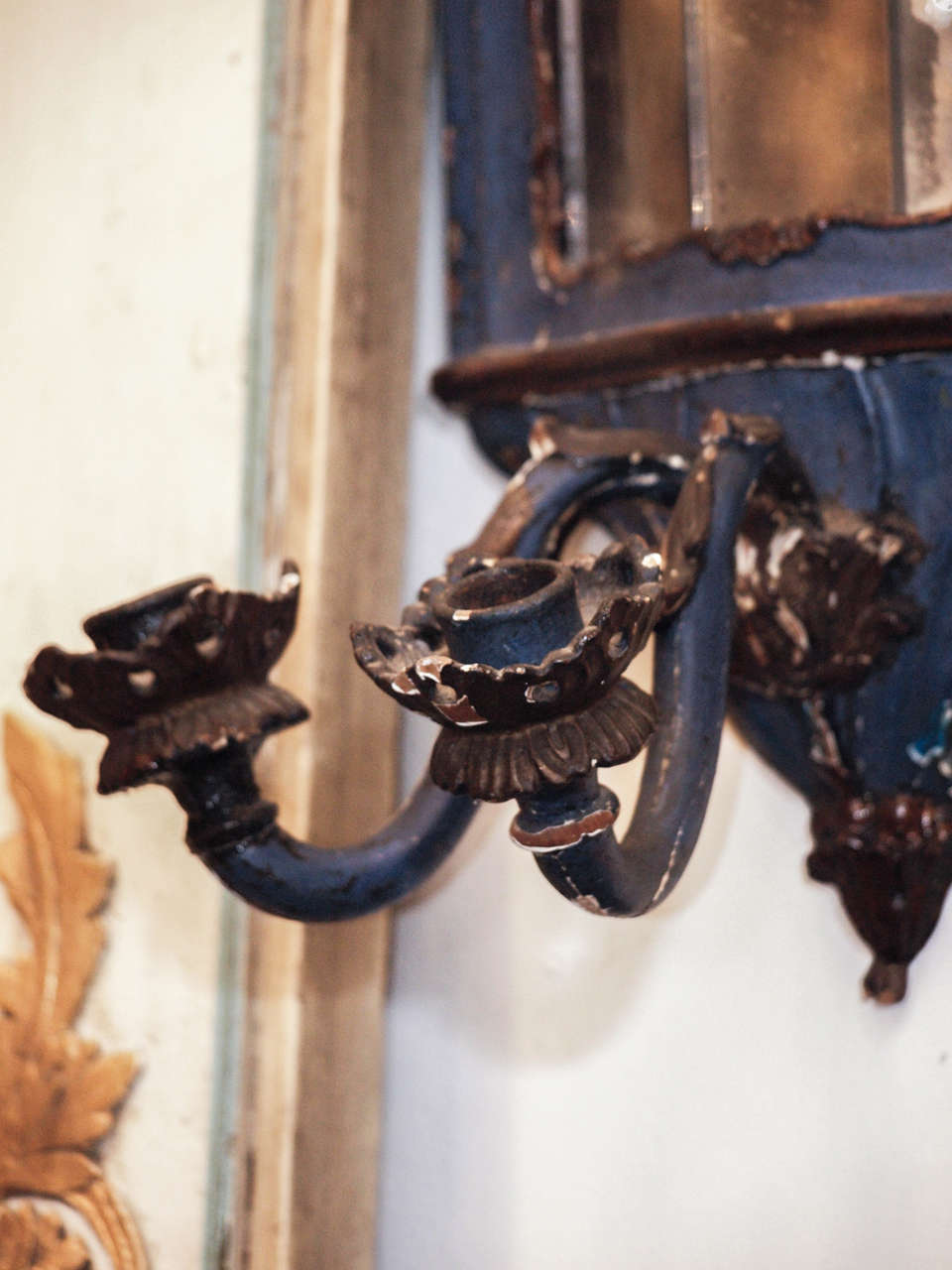 Pair of 18th c. Painted Wood Venetian and Mirror Wall Sconces For Sale 4
