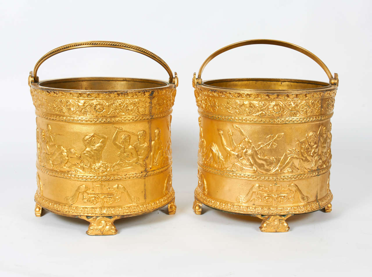 Fine pair of signed Elkington & Co gilt bronze Neoclassical Jardinière/Champagne ice buckets or wine coolers. Depicting new classical Roman figures and subjects with lions and leopards, birds drinking from fountains, and grape vines with dolphin