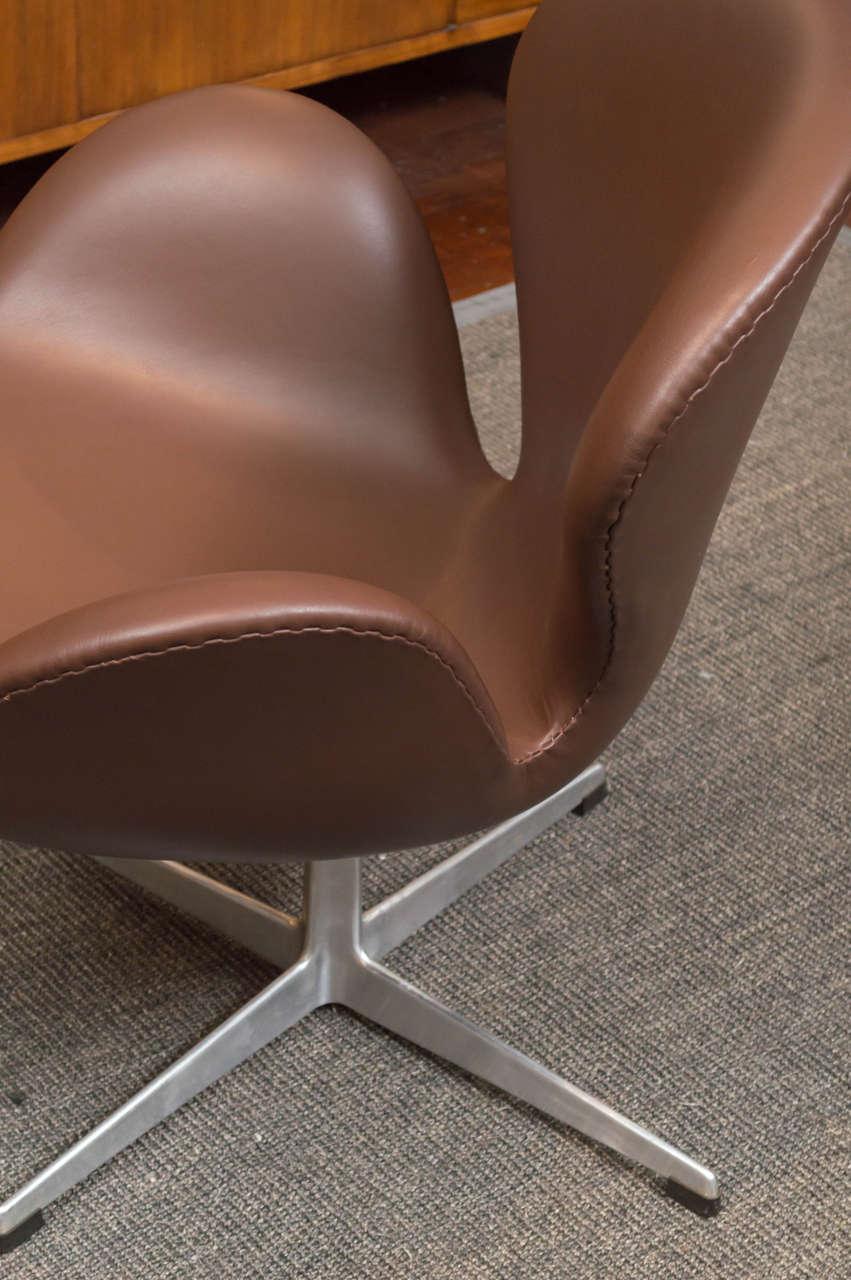 Arne Jacobsen Swan Chair 4
