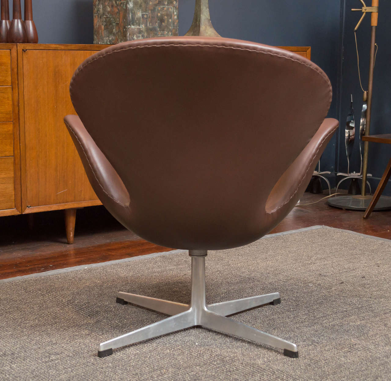 Arne Jacobsen Swan Chair In Excellent Condition For Sale In San Francisco, CA