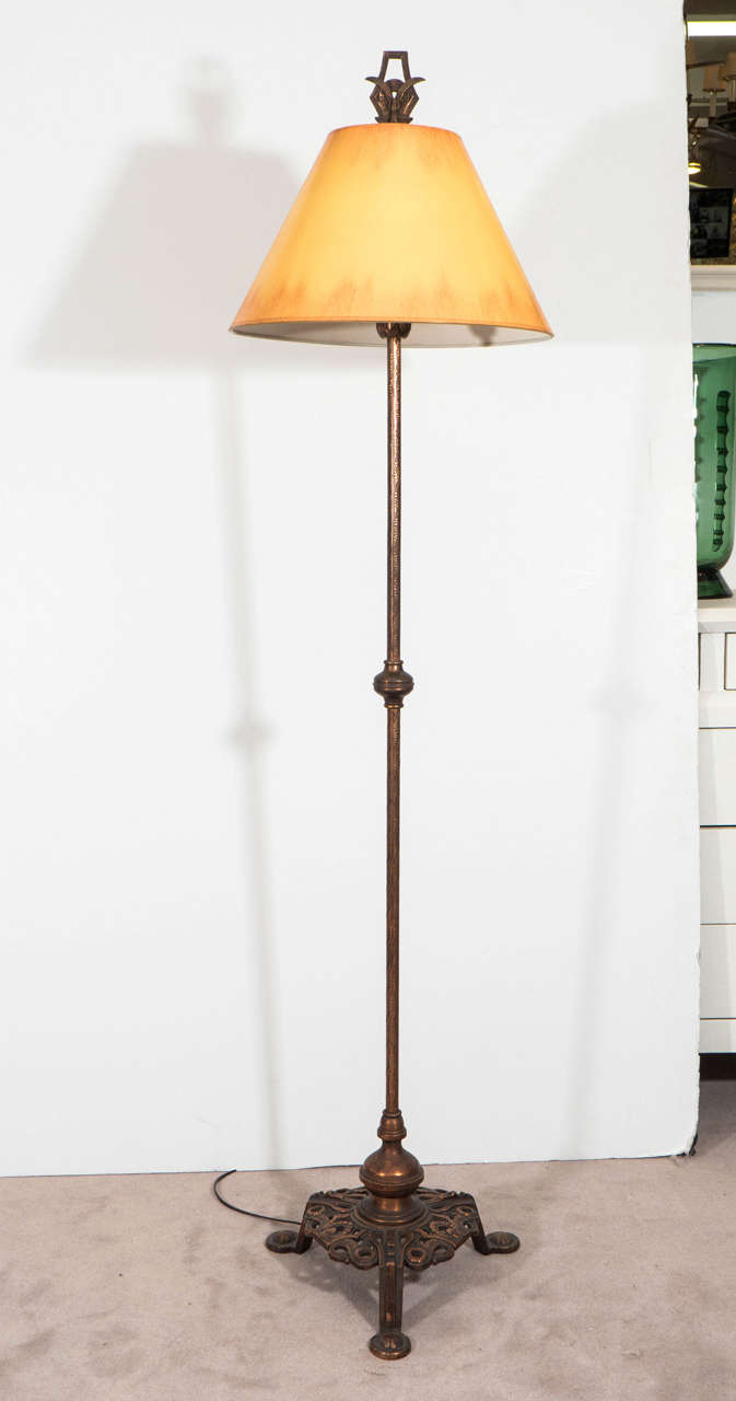 arts crafts hammered copper floor lamp image 2. Black Bedroom Furniture Sets. Home Design Ideas