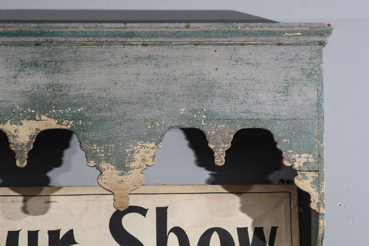 French Cornice In Distressed Condition For Sale In Seattle, WA