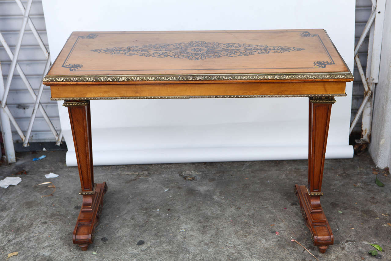 1940s French Satinwood Console Table with Inlay In Excellent Condition For Sale In Los Angeles, CA