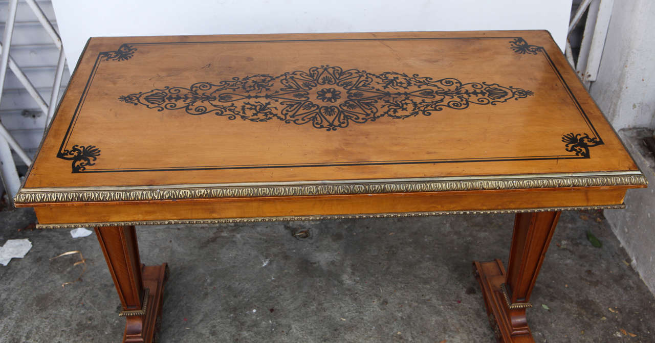 Mid-20th Century 1940s French Satinwood Console Table with Inlay For Sale