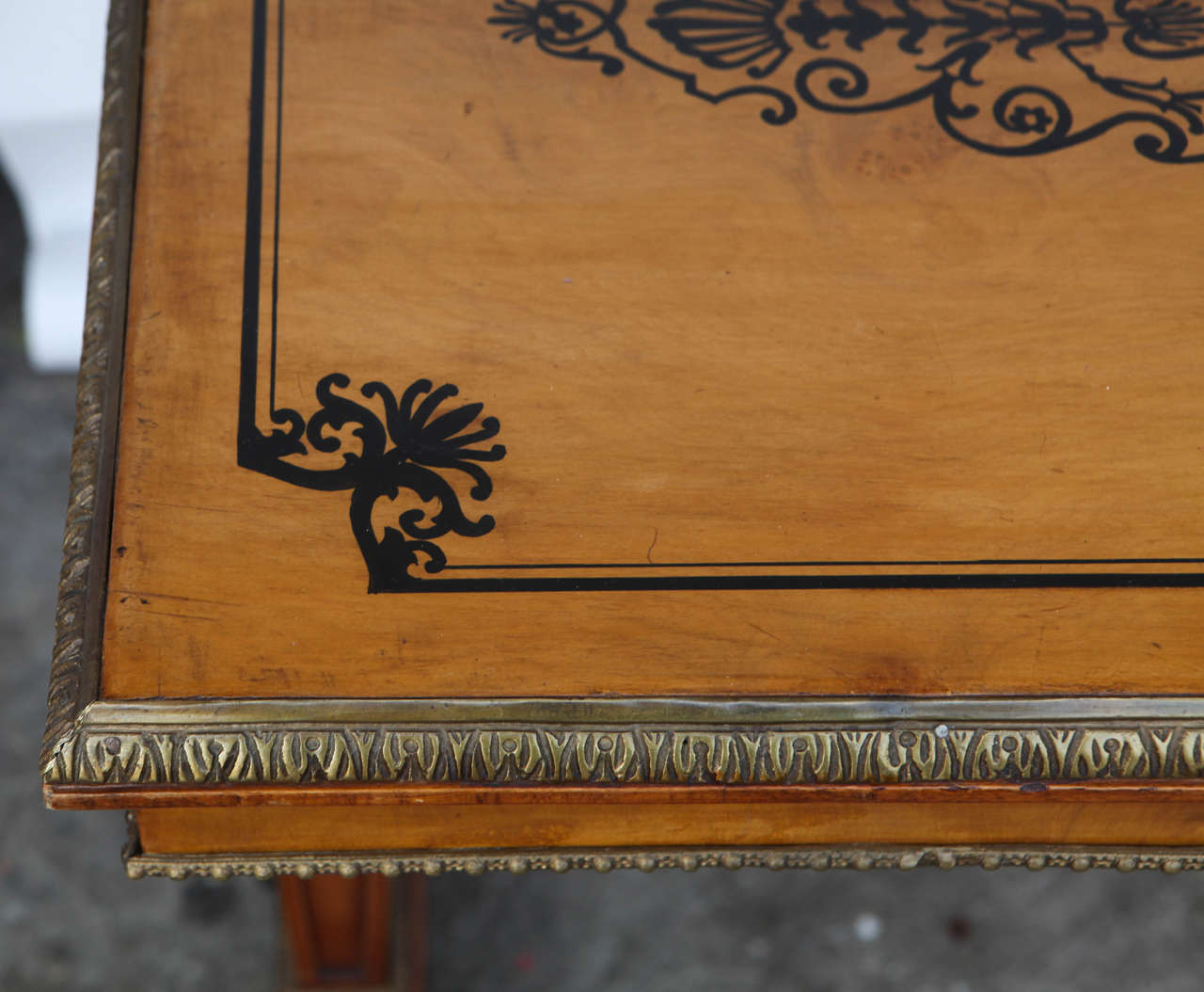 1940s French Satinwood Console Table with Inlay For Sale 1