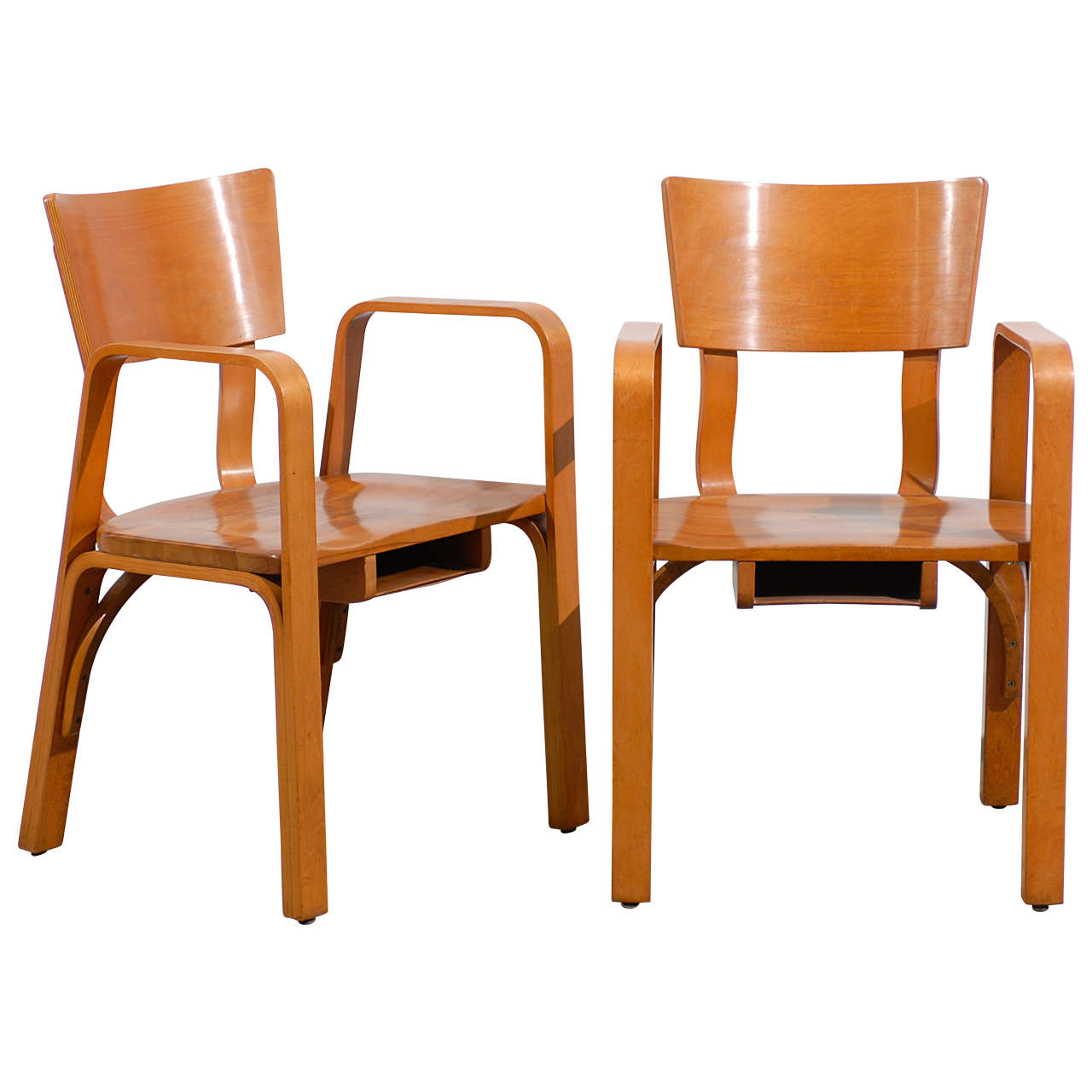Superieur An Unusual Pair Of Bent Plywood Arm Chairs By Thonet For Sale