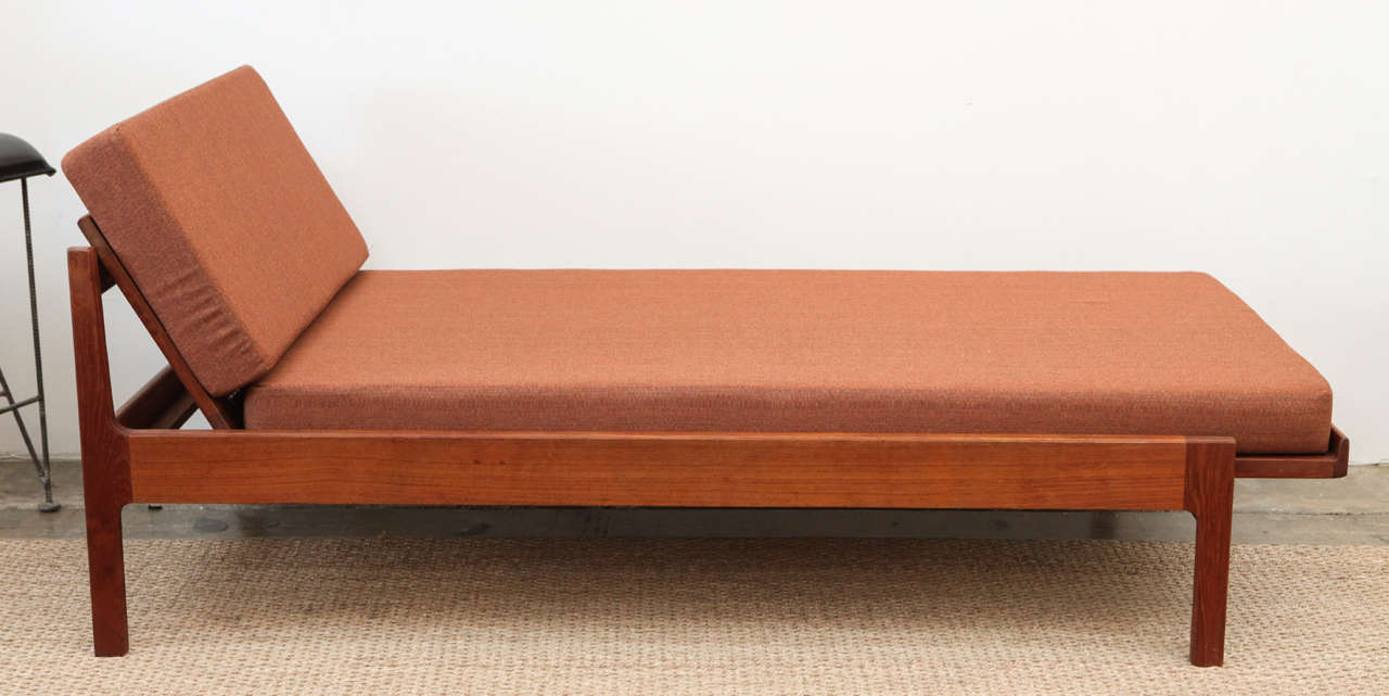 Danish chaise longue or daybed at 1stdibs for Chaise longue roche bobois