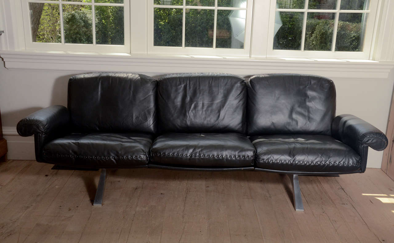 1970 S De Sede Black Leather Sofa On Chrome Legs At 1stdibs