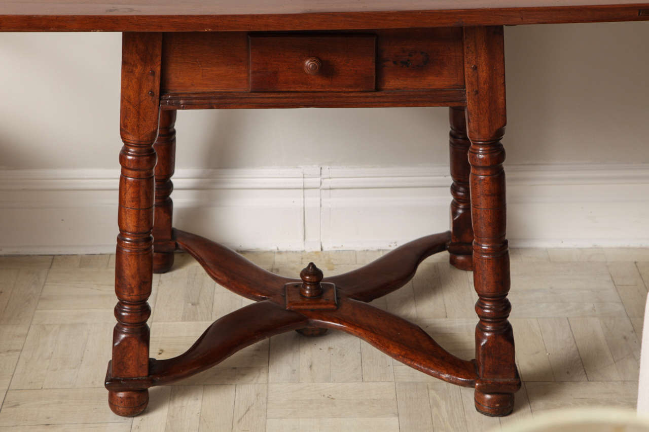 English 19th Century Mahogany Centre Table For Sale