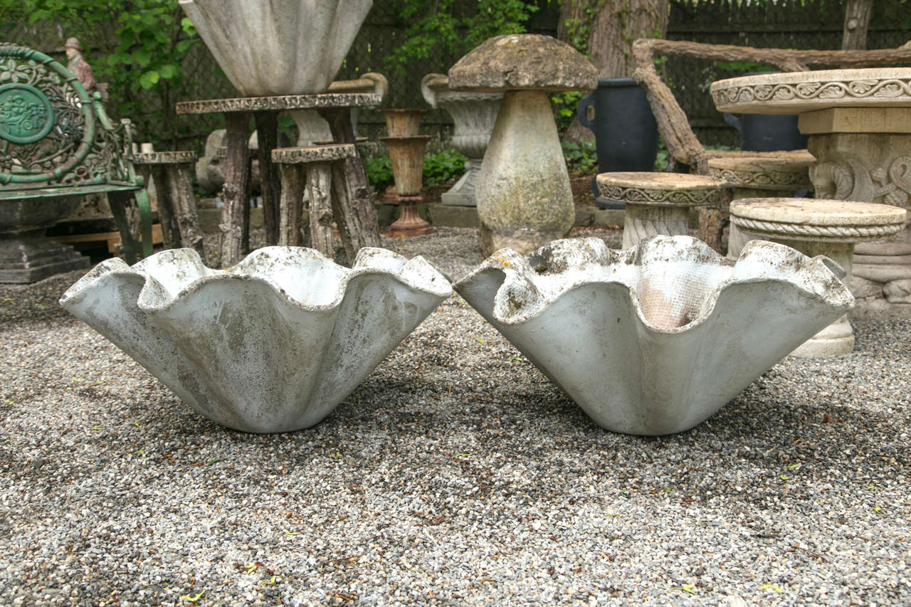 Willy Guhl-designed biomorphic planter. Manufactured by Eternit Ag, a of Switzerland who specialized in producing a fibrous cement material. An excellent example of Guhl's timeless modern design.