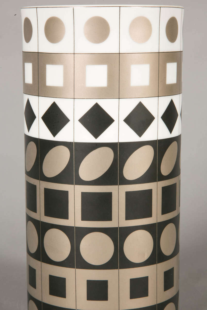 Porcelain Vase by Vasarely for Rosenthal, 1970 In Good Condition For Sale In Paris, FR