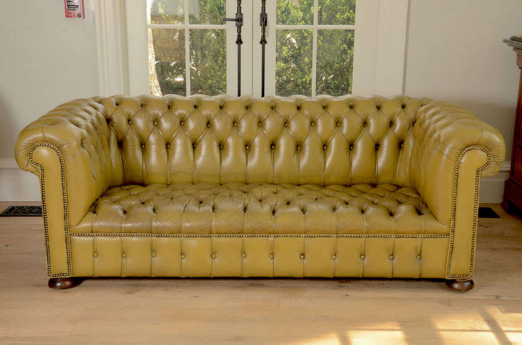 Chesterfield sofa in chartreuse green leather image 2