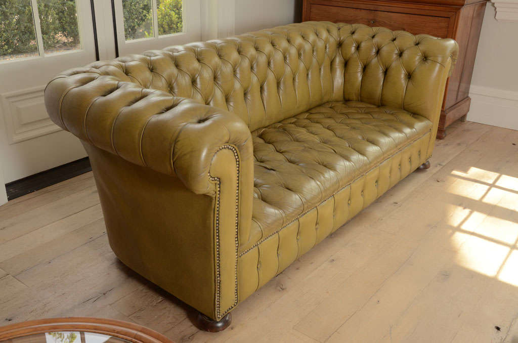 Chesterfield sofa in chartreuse green leather 5