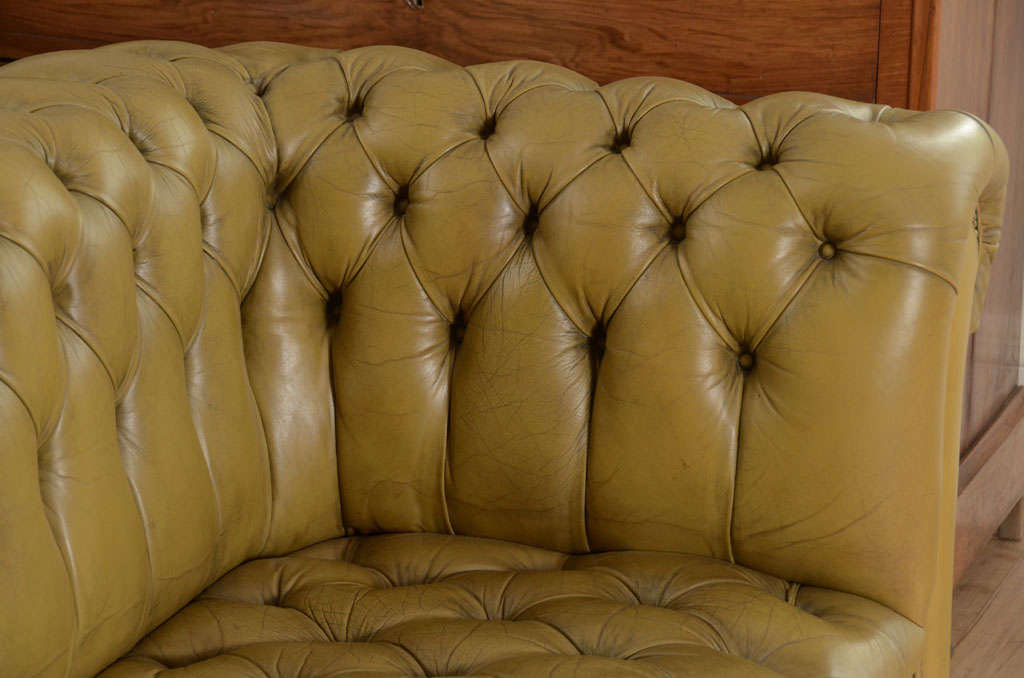 Chesterfield sofa in chartreuse green leather 7