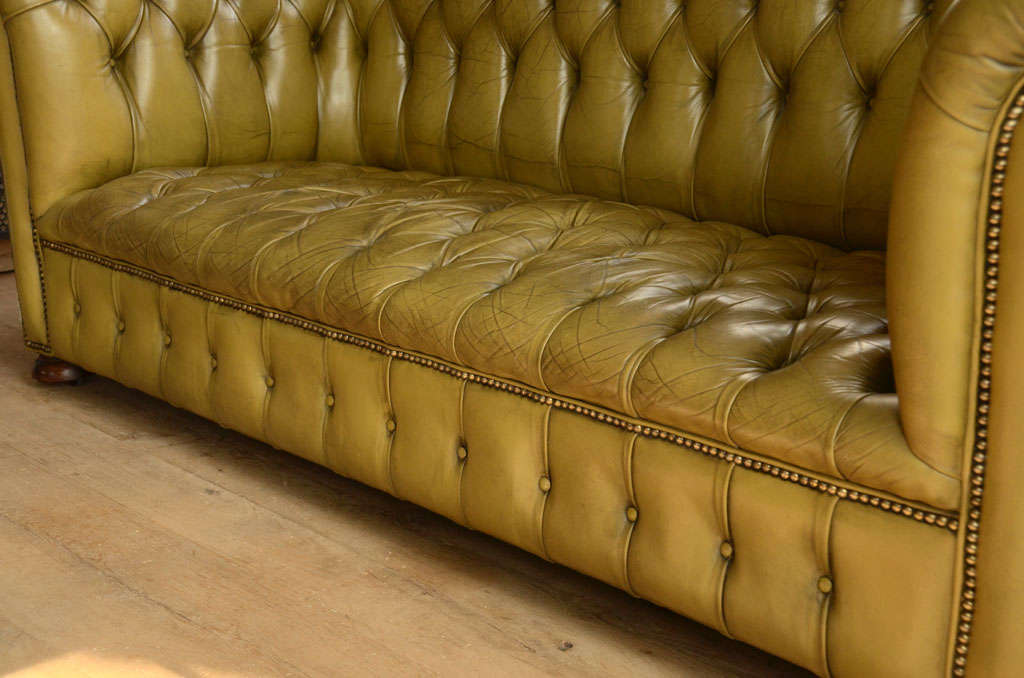 Chesterfield sofa in chartreuse green leather 8