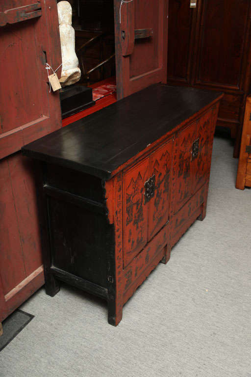 Chinese 19th Century Red Lacquered Sideboard With Gold Chinoiserie Patterns  In Excellent Condition For Sale In Yonkers, NY