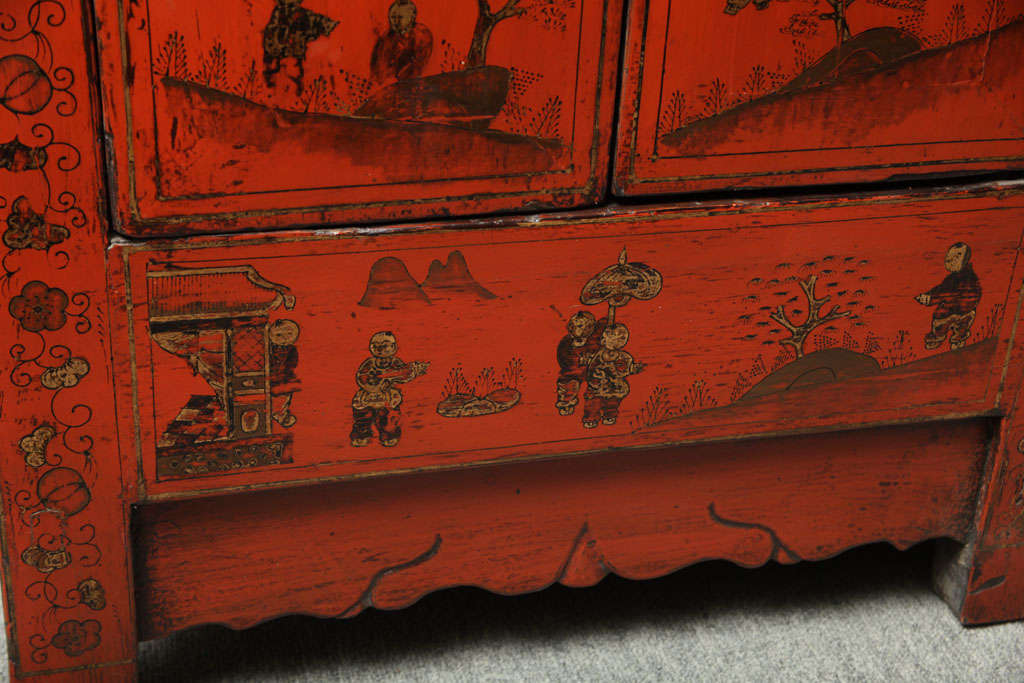 Chinese 19th Century Red Lacquered Sideboard With Gold Chinoiserie Patterns  For Sale 2