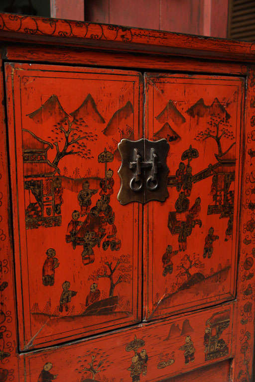 Chinese 19th Century Red Lacquered Sideboard With Gold Chinoiserie Patterns  For Sale 4