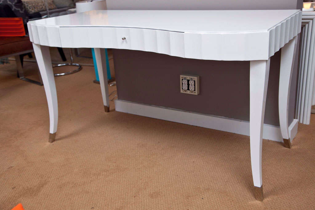 Elegant Curved Front White Lacquered Vanity Desk Dressing Table With Fluted Detail Designed