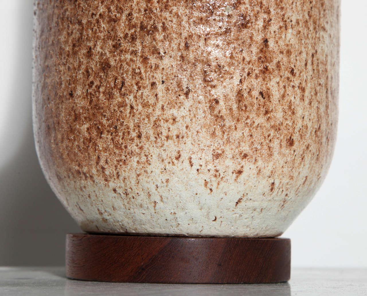 Mid-20th Century Tall David Cressey Earthen California Modern Glazed Ceramic Table Lamp, C. 1960s For Sale