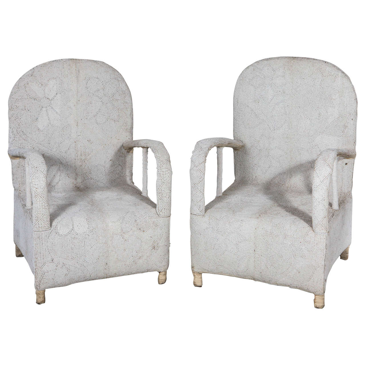 Superieur Pair Of White African Beaded Yoruba Chairs From Nigeria For Sale