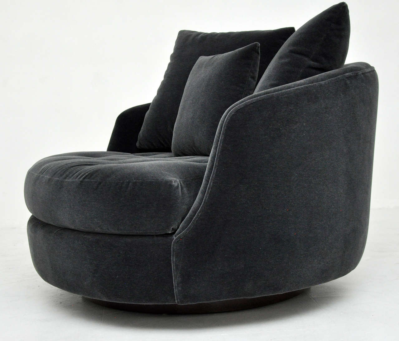 Milo Baughman Large Swivel Chair At 1stdibs