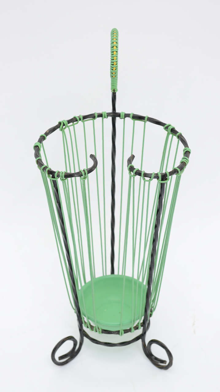 Lovely Glamour French Vintage Twisted Wrought Iron Umbrella Stand In Excellent Condition For Sale In Miami, FL
