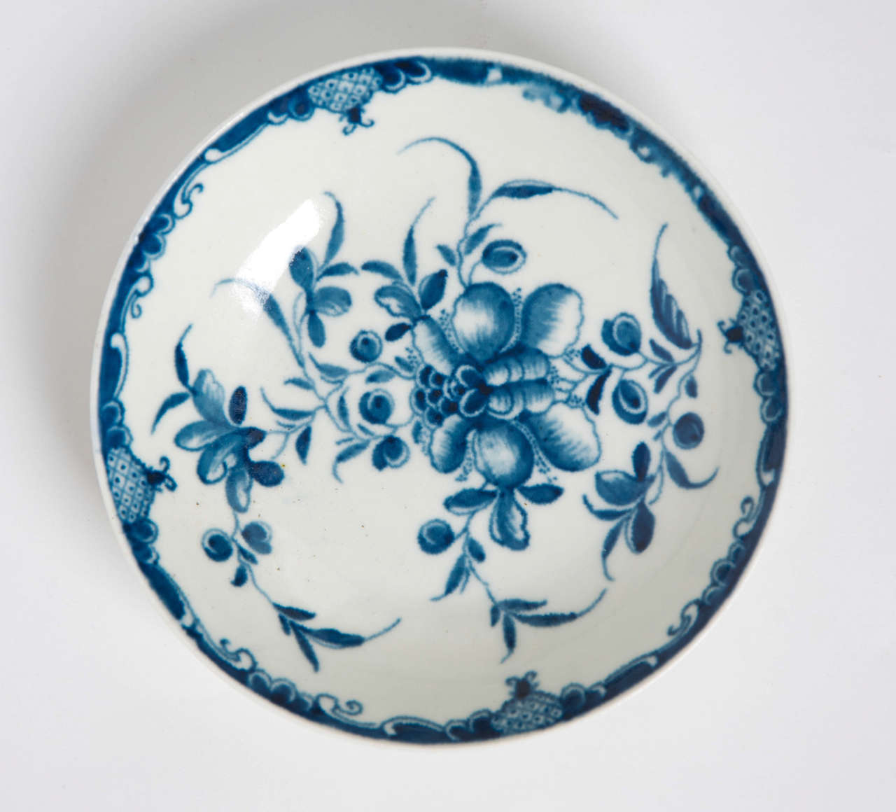 English First Period Worcester Porcelain Tea Bowl and Saucer Mansfield Pattern, Ca 1765 For Sale