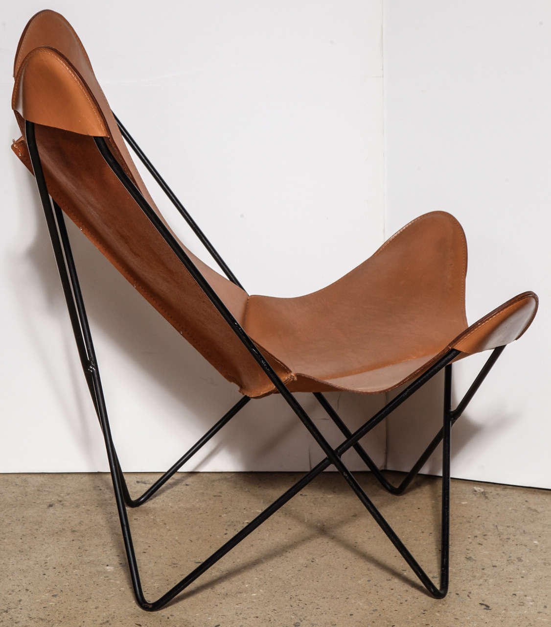 Single knoll style hardoy butterfly chair at 1stdibs for Single lounge chairs for sale