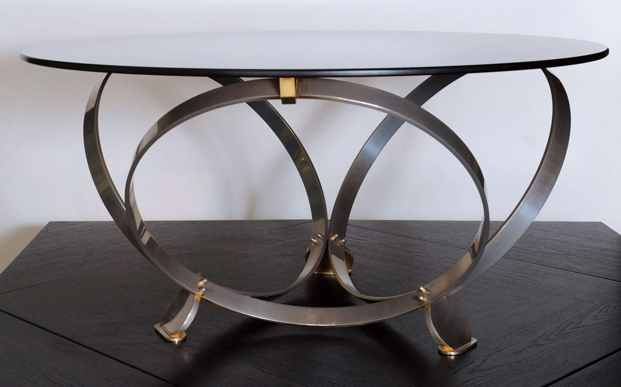 Wonderful Italian coffee- or sidetable with a smoked glass top on a base of 3 rings and nicely shaped feet.