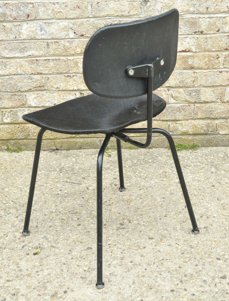 20th Century Two Pair of SE - 68 Chairs by Egon Eiermann in Original Cowhide For Sale