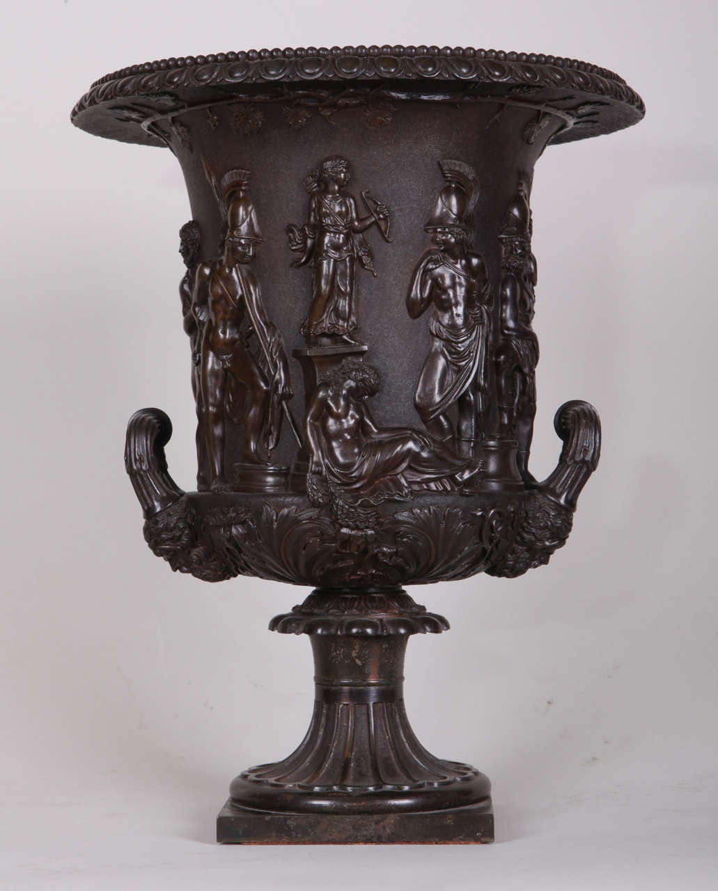 19th century italian grand tour bronze vase after the antique by b boschetti for sale at 1stdibs. Black Bedroom Furniture Sets. Home Design Ideas