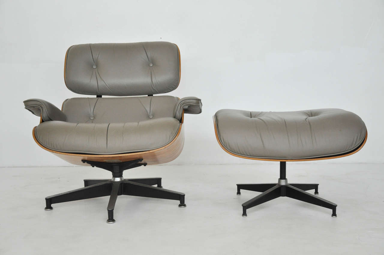 Rosewood charles eames lounge chair herman miller at 1stdibs for Charles eames lounge chair nachbildung