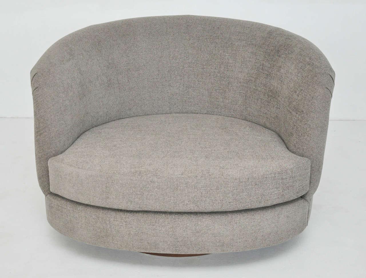 Pair of Large Milo Baughman Swivel Chairs 9