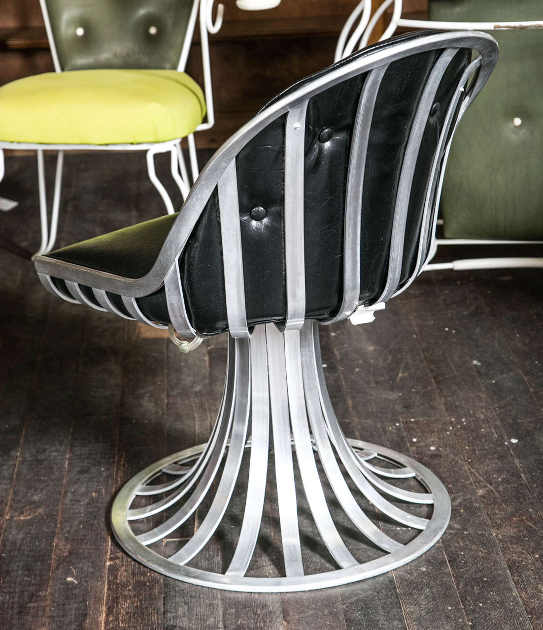 Mid-20th Century Russell Woodard Round Table and Four Chairs For Sale
