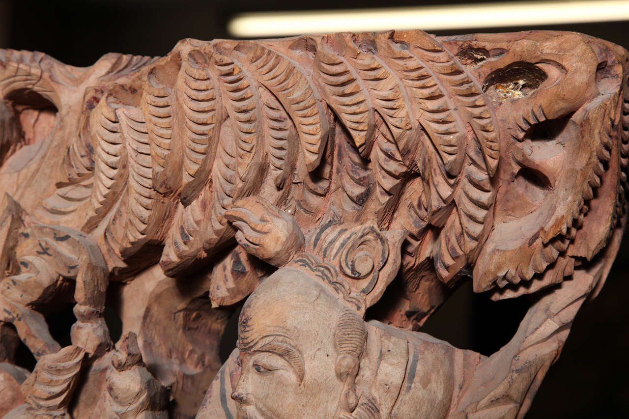 Pair of 19th Century Chinese Qing Dynasty Hand-Carved Wood Temple Corbels For Sale 4