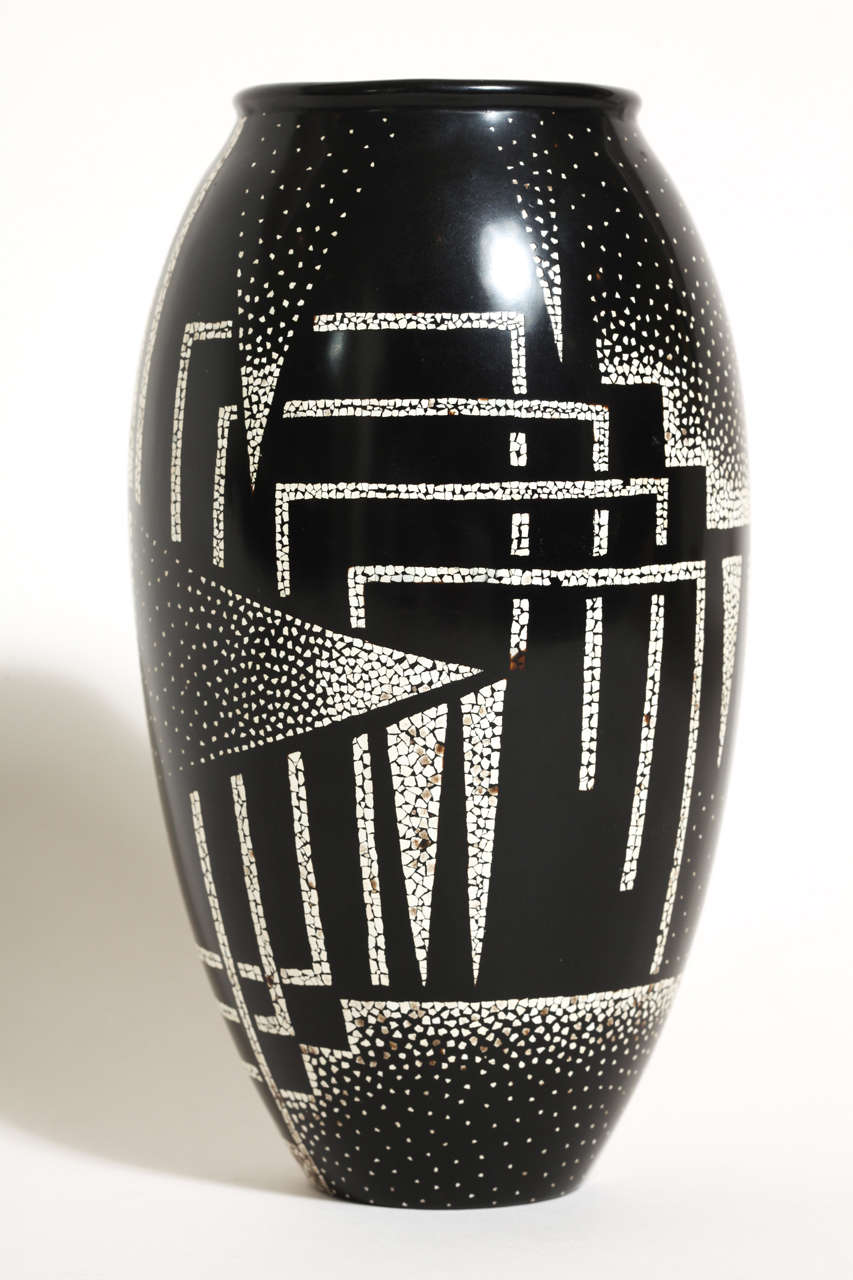 Jean Dunand French Art Deco Coquille d'Oeuf and Black Lacquered Vase 2