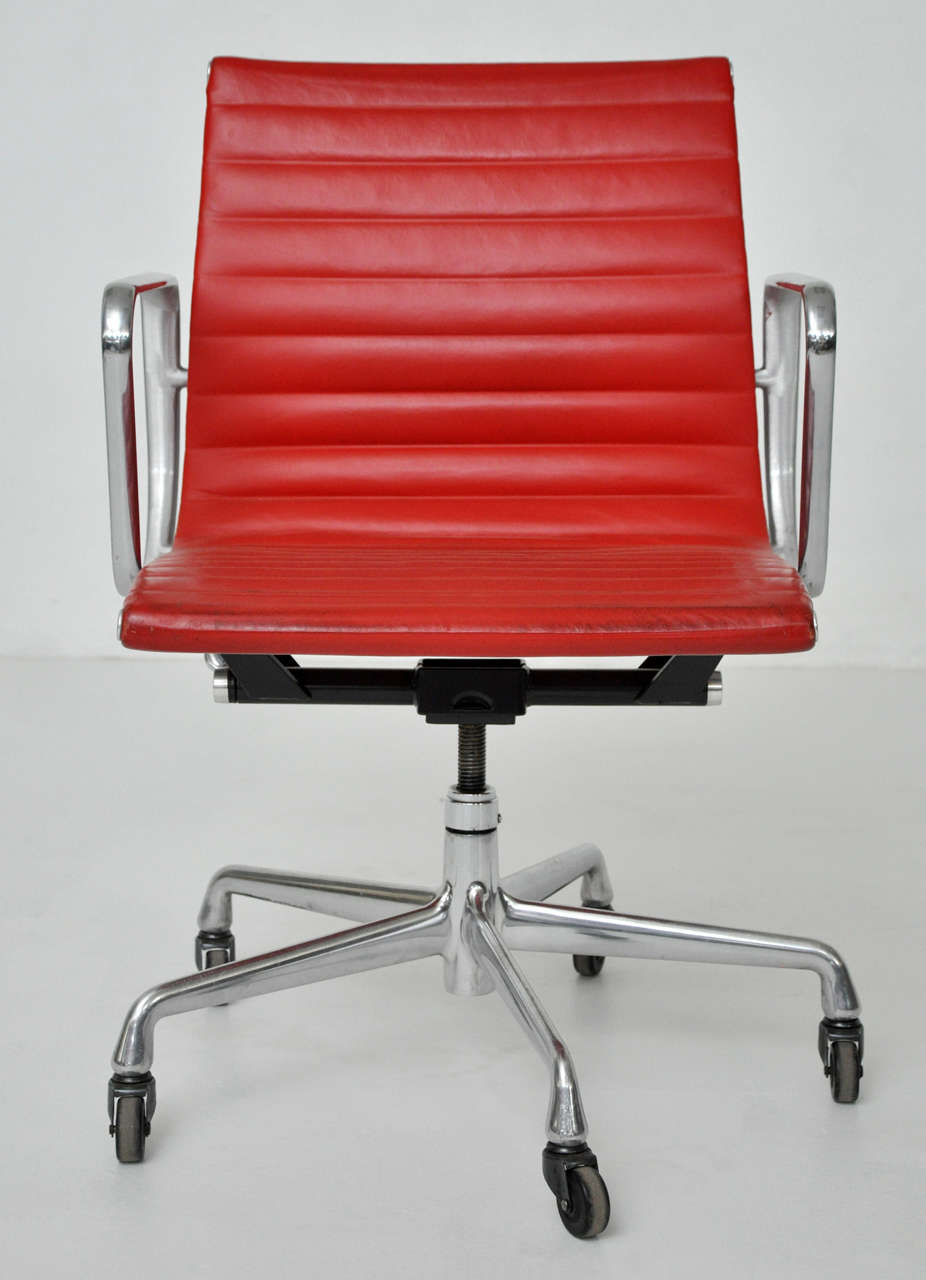 eames soft pad executive chair herman miller