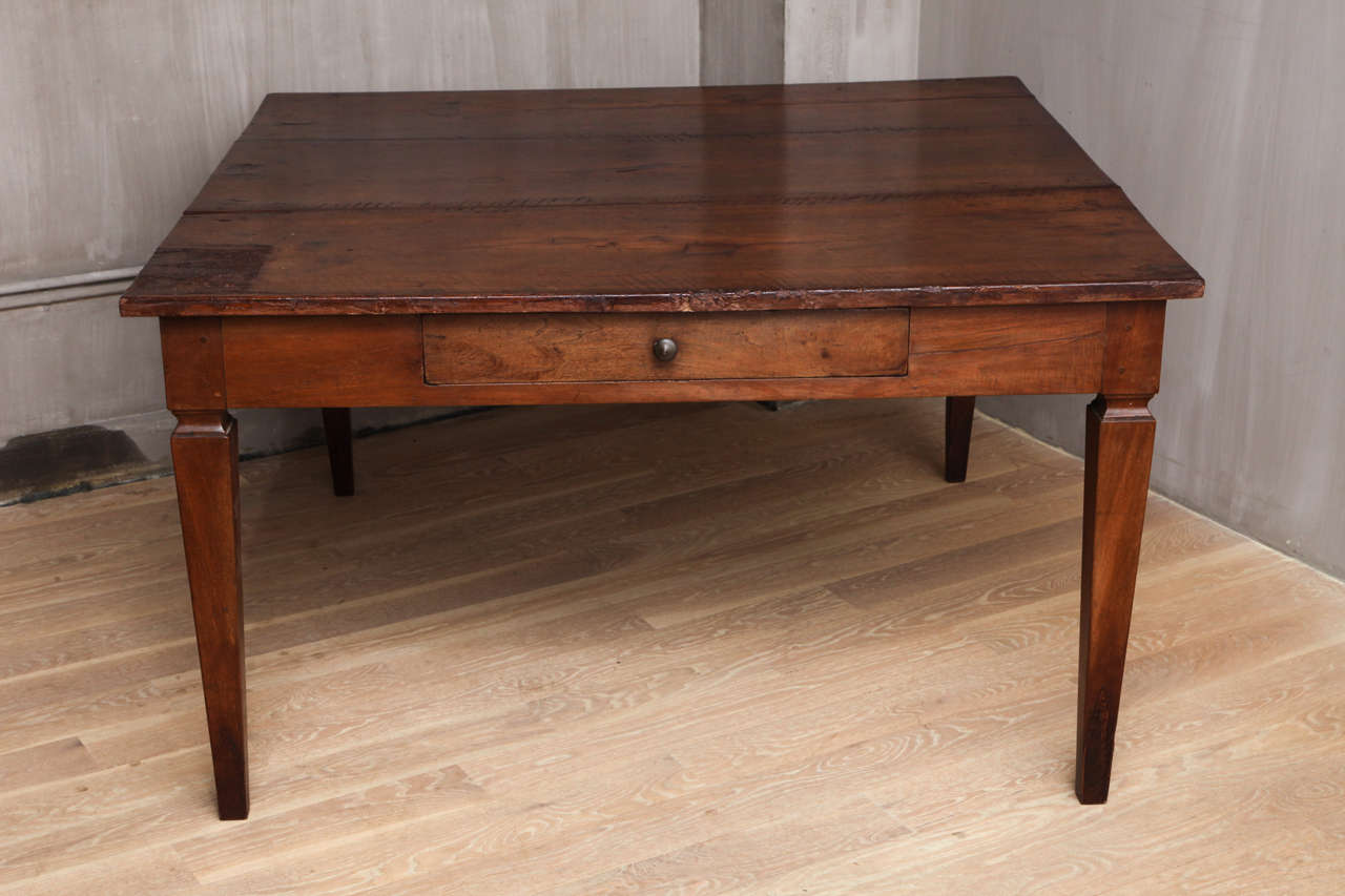 Italian walnut dining table with drawers late 18th Dining table with drawer