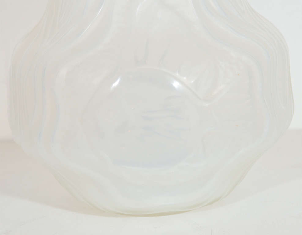 Mid-20th Century Gorgeous French Art Deco Frosted Glass Vase by Hunnebelle For Sale