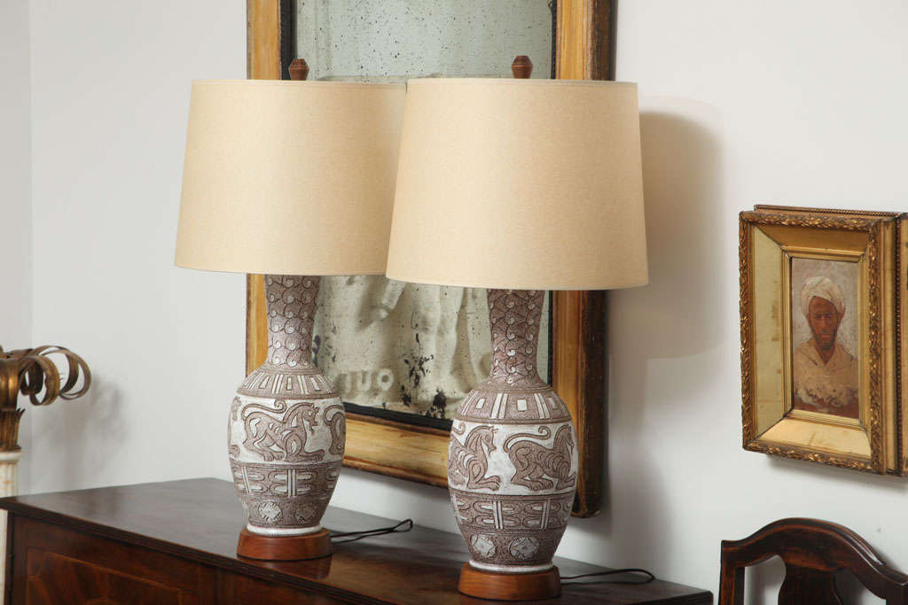 Pair of Italian Ceramic Lamps In Excellent Condition For Sale In Montreal, QC