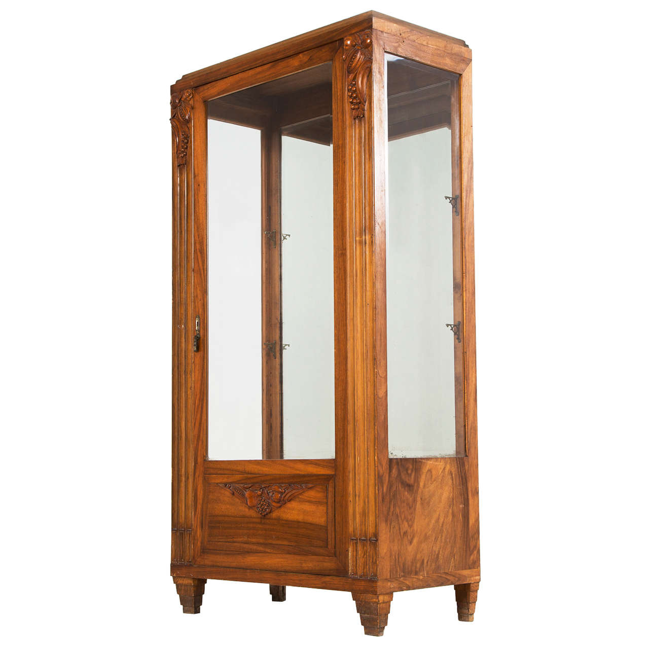 art deco vitrine in solid walnut with hand cut carvings. Black Bedroom Furniture Sets. Home Design Ideas
