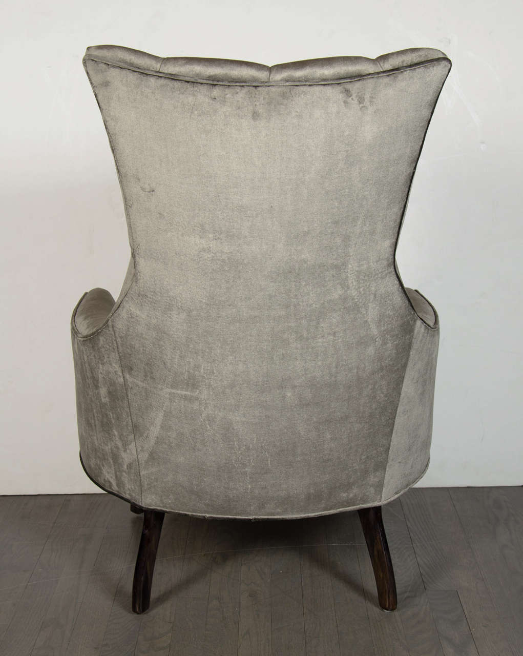 Pair of Mid-Century Modern Tufted High-Back Chairs in Smoked Platinum Velvet In Excellent Condition For Sale In New York, NY